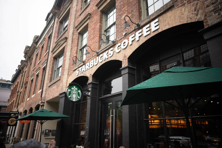 Mengulik Strategi Marketing Starbucks yang Berhasil Dicintai Konsumen